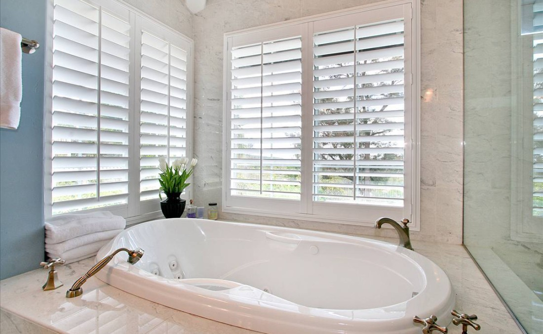 French Country Master Bath Tub